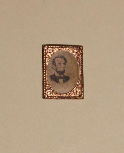 Photographic Portait of Lincoln Badge
